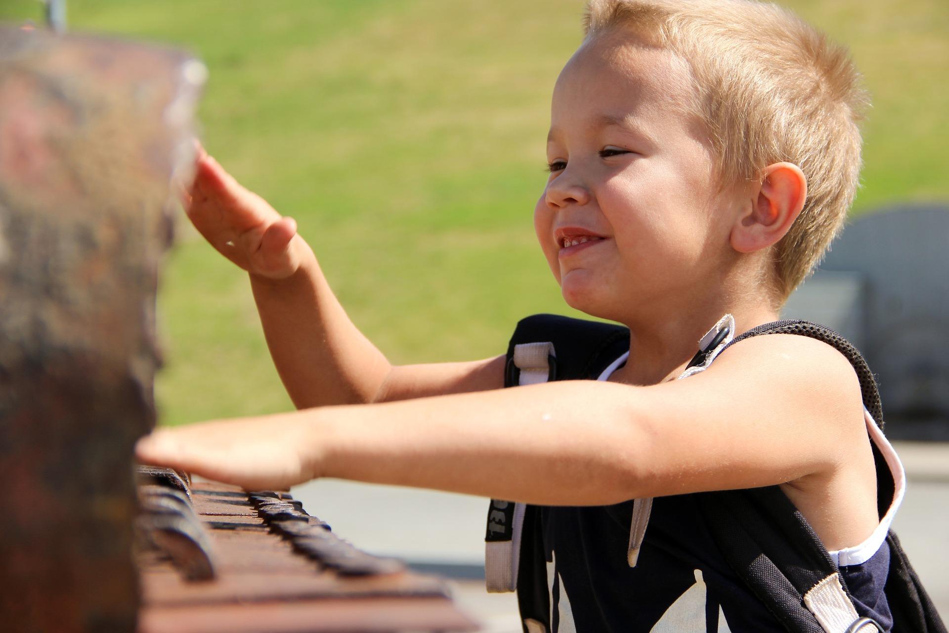 Attività per bambini dagli 8 mesi: facciamo la musica!